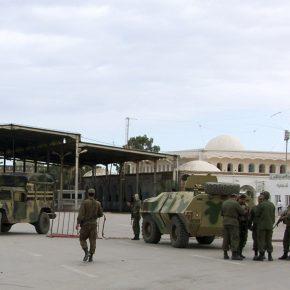 """Алжирский и ливийский """"запалы"""" для Туниса"""