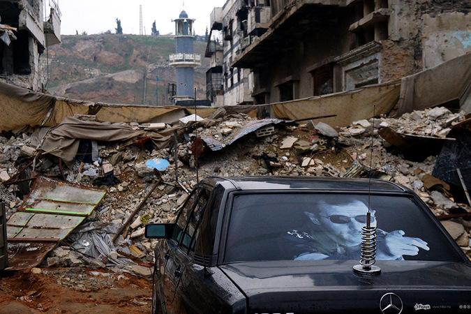 Вечер в Старом Хомсе через прицел снайперской винтовки