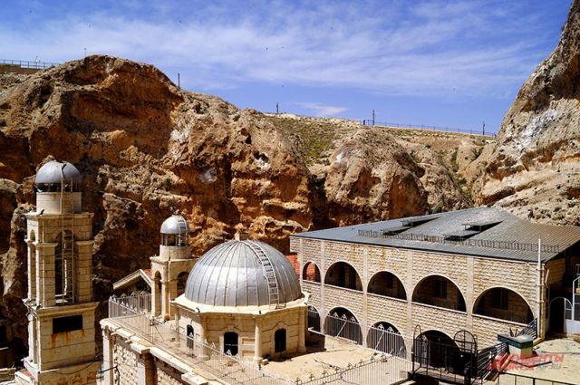 Храм, боевики и апельсины. В Сирии освободили христианскую святыню